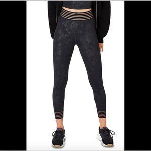 NWT $120 Sweaty Betty Contour Leggings in Black Em